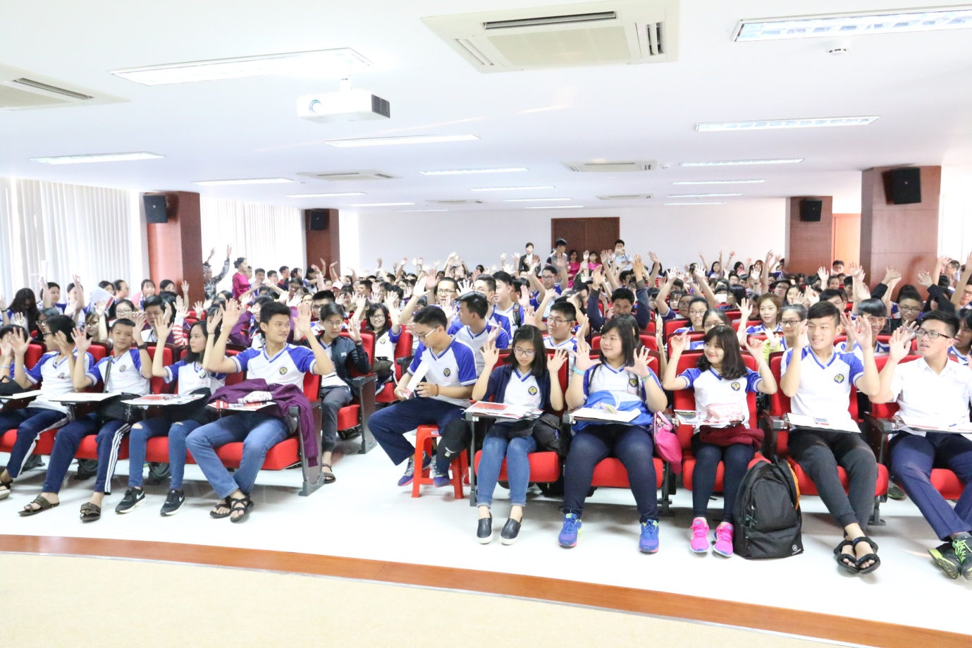 Thousands of parents and students experience SIU Open Day at The Saigon International University